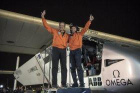 Epico atterraggio del Solar Impulse 2 dopo 500 ore di volo senza carburante